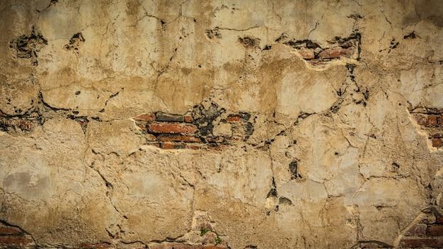 Vieux mur de briques, mur rouge fissuré