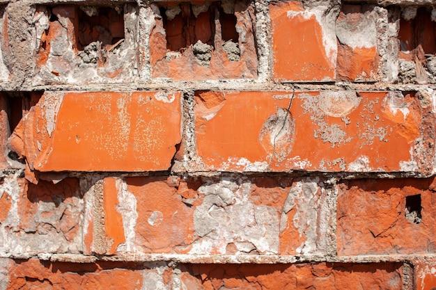 Vieux mur de briques rouges. les briques sont posées en rangées. texture de pierre grunge. photo de haute qualité