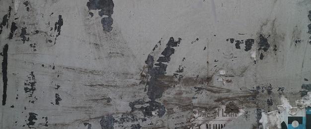 Vieux mur avec peinture écaillée sur une surface en ciment