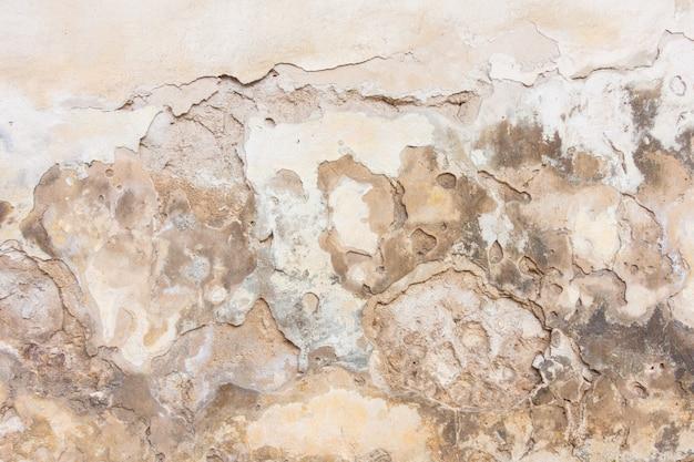 Vieux mur de plâtre blanc avec une surface minable
