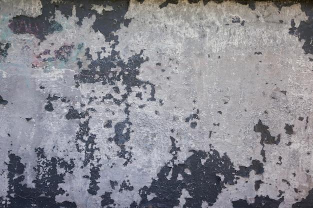 Un vieux mur de stuc blanc avec surface peinte fissurée de fond grunge blanc horizontal