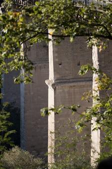 Vieux pont en pierre dans la vieille ville