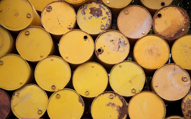 Vieux réservoir d'huile pour le recyclage