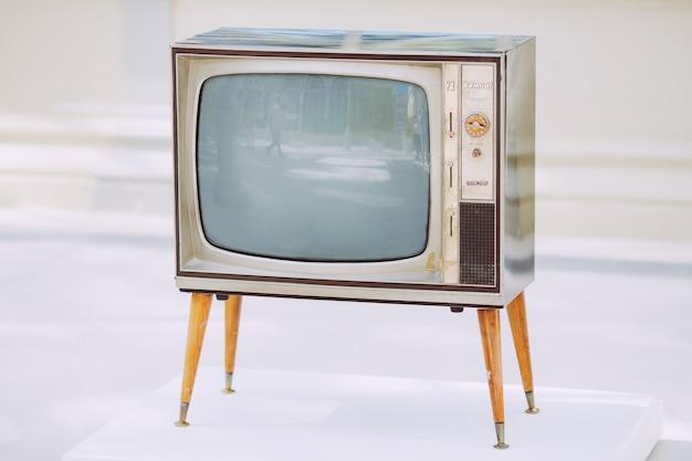 Vieux téléviseur vintage