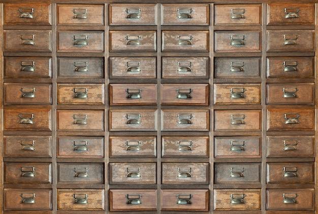 Vieux tiroir en bois