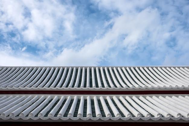 Vieux toit blanc