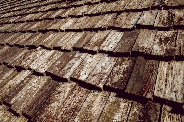 Vieux toit en bois en gros plan