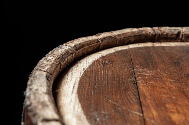 Vieux tonneau en bois