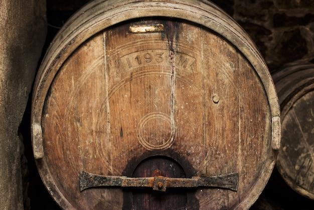 Vieux tonneau de vin