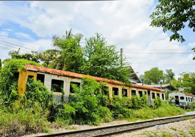 Vieux train abandonné