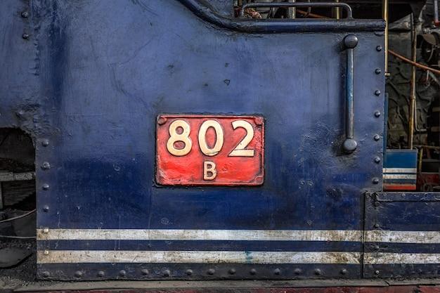 Vieux train à vapeur bleu