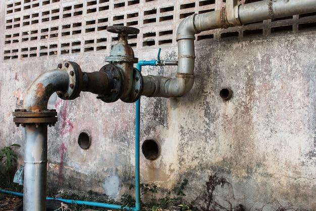 Vieux tuyau d'eau