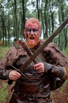 Viking terrifiant préparé pour le combat