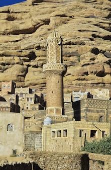 Le village arabe près de dar al hajar, rock palace, sanaa, yémen