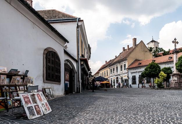 Village europe de l'est peinture carrée croix