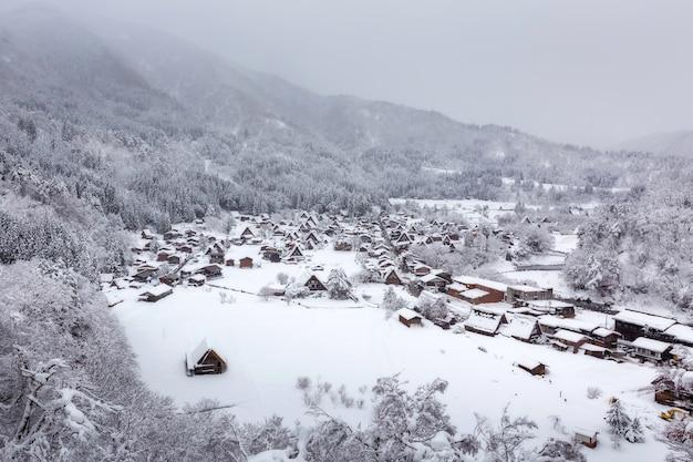 Village d'hiver shirakawa-go au japon