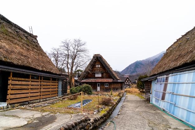 Village japonais traditionnel et historique de shirakawago