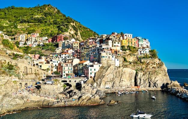 Village de manarola aux cinque terre. patrimoine mondial de l'unesco en italie