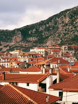 Village de montagne arachova, grèce.