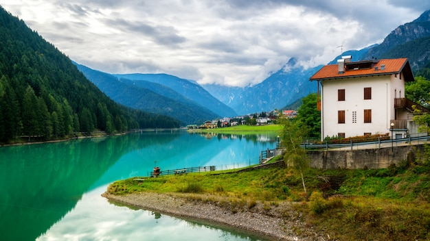Village de montagne à auronzo di cadore, italie
