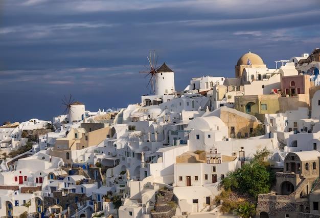 Village d'oia sur l'île de santorin, grèce