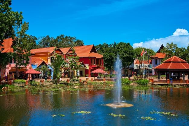 Village oriental sur l'île de langkawi. langkawi, malaisie - 07.08.2020