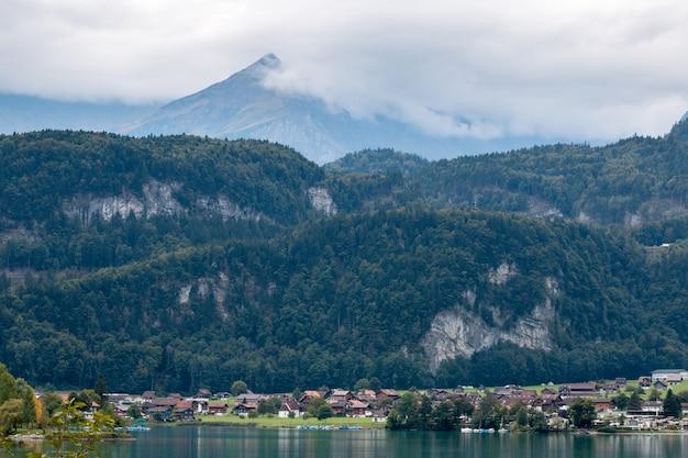 Village par le lungerersee obwald suisse