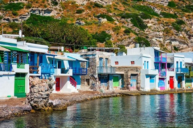 Village de pêcheurs grec klima sur l'île de milos en grèce