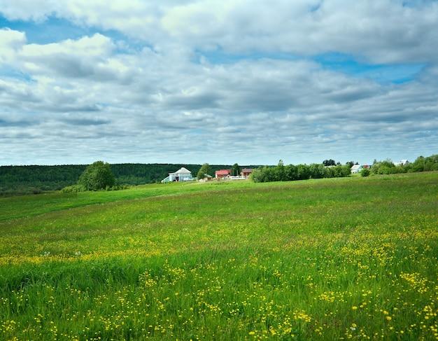 Village de la russie du nord. région d'arkhangelsk. nord de la russie.