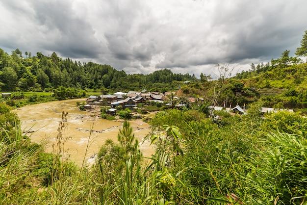 Village traditionnel de sulawesi en indonésie