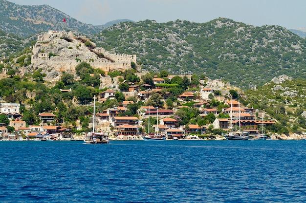 Village turc au bord de la mer