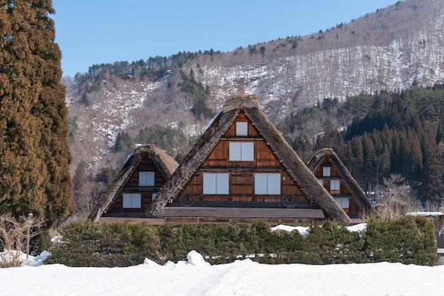 Villages historiques de shirakawa-go et gokayama, au japon en hiver.