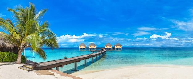 Villas sur l'eau (bungalows) aux maldives