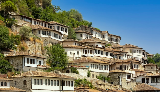 Ville aux mille fenêtres, berat en albanie, site classé par l'unesco