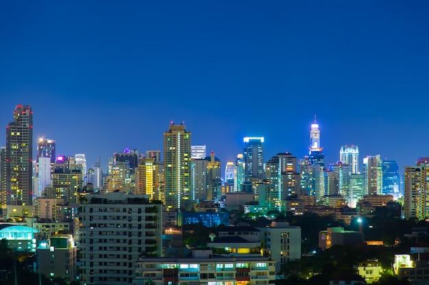 La ville de bangkok dans la nuit.