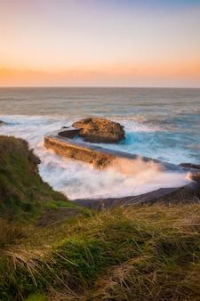 Ville de biarritz avec sa magnifique côte, au pays basque nord.