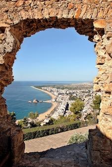 Ville de blanes sur la costa brava appelée. photo du château