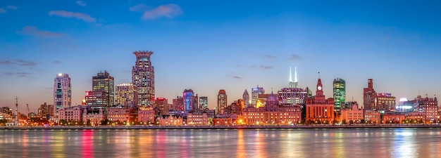 Ville commerciale commerciale rivière urbaine