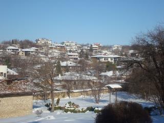 La ville enneigée de arbanasi bulgarie