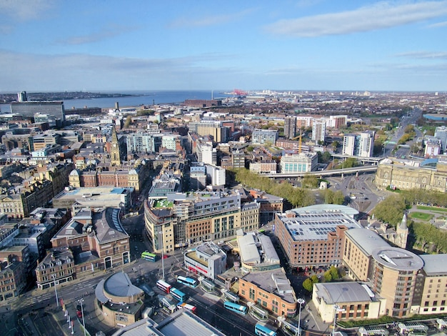 Ville et mer avec une vieille architecture à liverpool