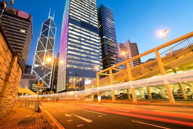 Ville moderne la nuit