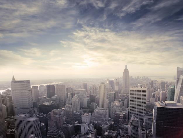 La ville de new york au coucher du soleil