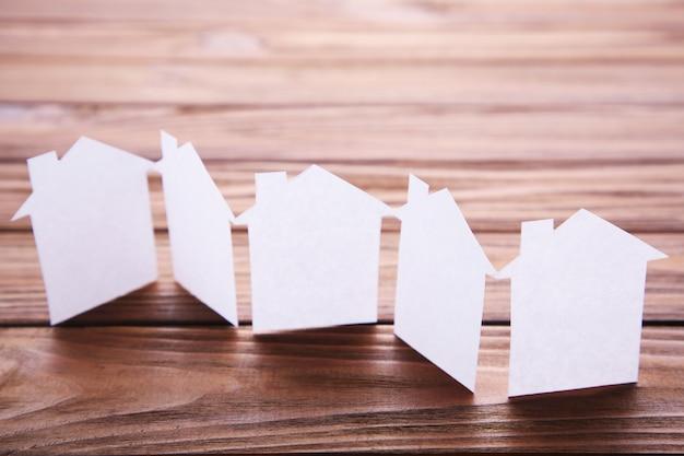 Ville de papier. maison de papercraft et bâtiment de papercraft.