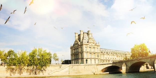 Ville de printemps, paris, sena