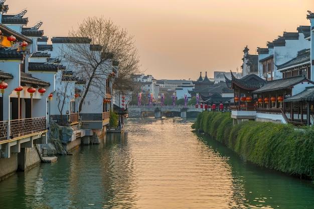 Ville et rivière