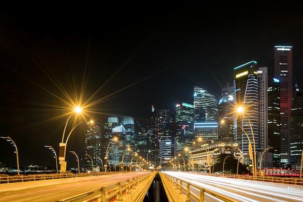 Ville de singapour, finance et zone commerciale de la baie de marina, fond de nuit de la ville moderne