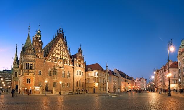 Ville de wroclaw en pologne, image panoramique ou hôtel de ville