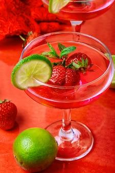 Vin aux fraises et citron vert