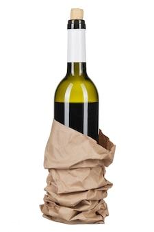 Vin et une bouteille isolé sur blanc
