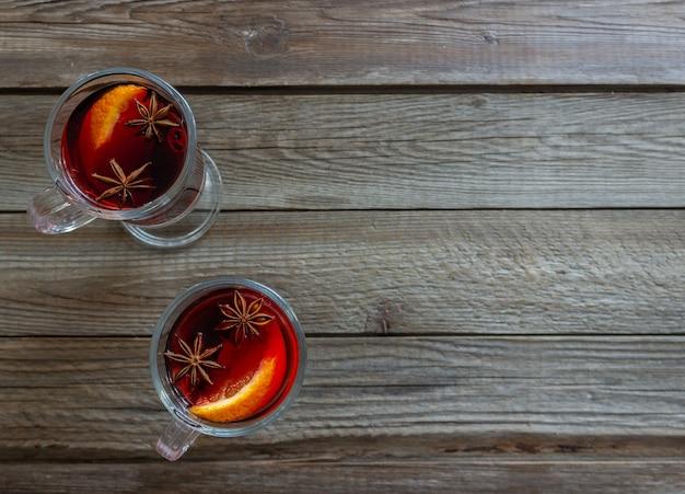 Vin chaud à la cannelle et à l'orange. boisson chaude. hiver. recette.